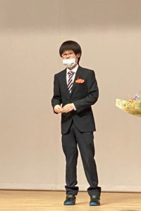 200403入所式写真① (秀太さん挨拶)